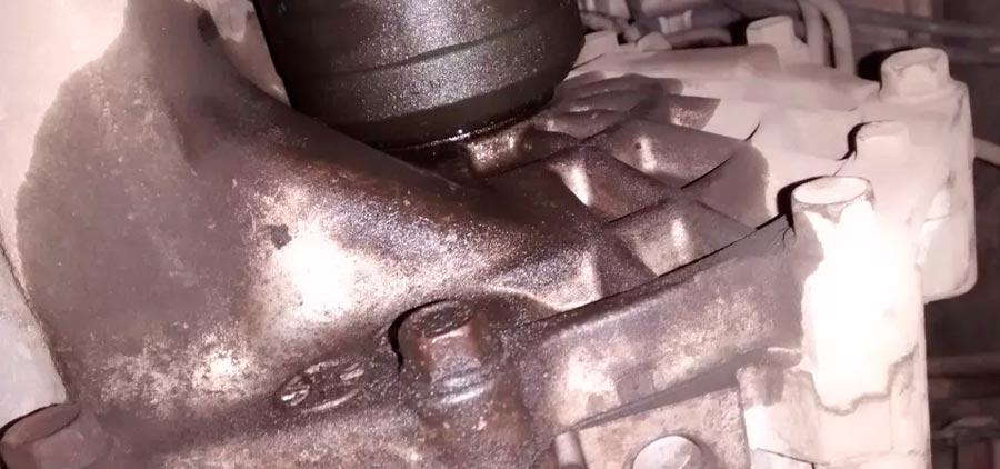 Масло течет из двигателя